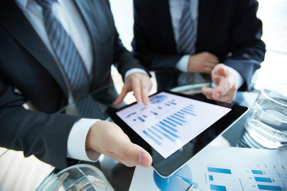 shutterstock_143354404-consultants with tablet